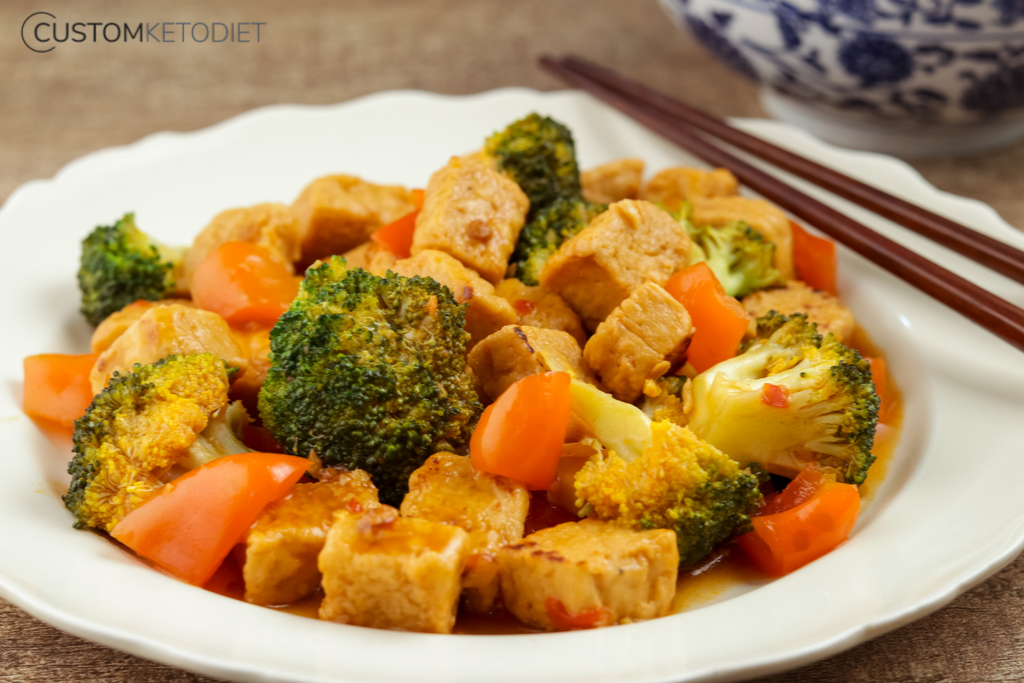 Easy Keto Recipes: Hunan-Style Quorn & Broccoli Stir-Fry